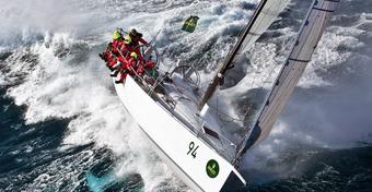 Porady żeglarskie: Walka na miecze i... płetwy (2)