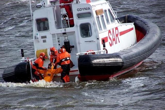Tragedia na Zalewie. Jeden żeglarz nie żyje, dwóch nie odnaleziono